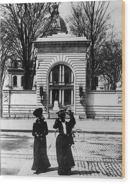 Women Outside The Concord State Capitol Wood Print