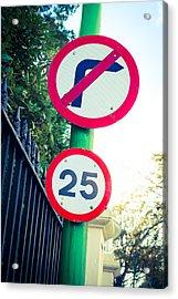25 Mph Road Sign Acrylic Print by Tom Gowanlock