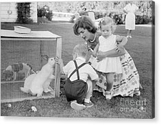 Jacqueline And Caroline Kennedy At Hyannis Port 1959 Acrylic Print