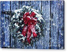 Christmas Wreath In Snow Storm Acrylic Print by Stephanie Frey