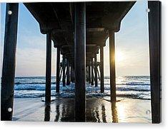 Columns Of Huntington Pier Acrylic Print by Vwpics - Roberto Lopez