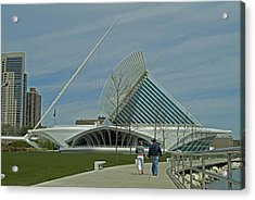 Couple In Front Of Milwaukee Art Museum Acrylic Print by Devinder Sangha