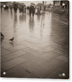 Couple Walking In The Rain San Marco Acrylic Print