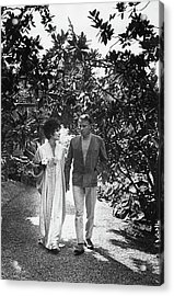 Elizabeth Taylor And Richard Burton In La Acrylic Print