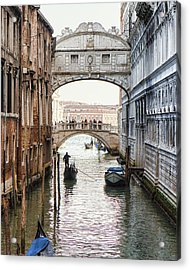 Gondolas Under Bridge Of Sighs Acrylic Print by Susan Schmitz