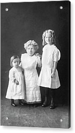 Mother With Dwarfism With Daughters Acrylic Print by American Philosophical Society