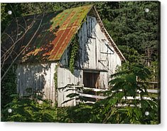 Old Whitewashed Barn In Tennessee Acrylic Print