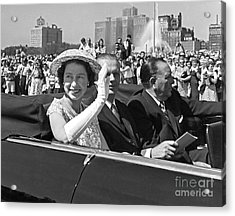 Queen Elizabeth In Chicago 1959 Acrylic Print