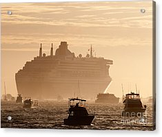 Queen Mary 2 Leaving Port 02 Acrylic Print by Rick Piper Photography