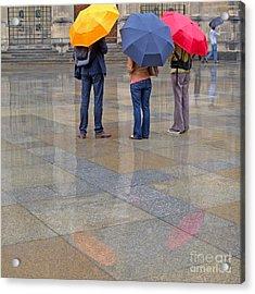 Rainy Day Tourists Acrylic Print by Ann Horn