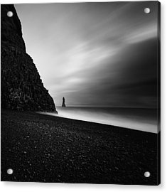 Acrylic Print featuring the photograph Reynisfjara by Frodi Brinks