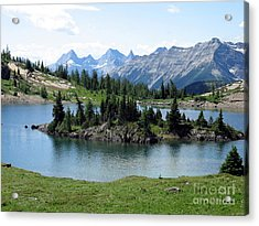 Acrylic Print featuring the photograph Rock Isle Lake by Gerry Bates