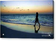 Acrylic Print featuring the photograph Sunset Stroll In Aruba by Polly Peacock