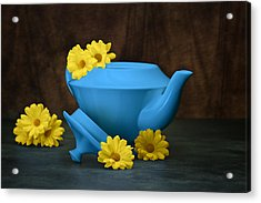 Tea Kettle With Daisies Still Life Acrylic Print by Tom Mc Nemar
