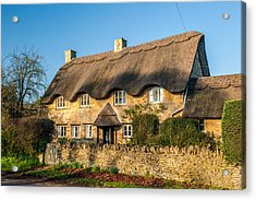 Thatched Cottage In Kingham Oxfordshire Acrylic Print by David Ross