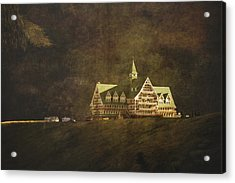 The Historic Prince Of Wales Hotel Acrylic Print by Roberta Murray