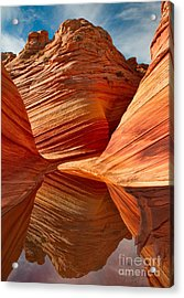 Acrylic Print featuring the photograph The Wave With Reflection by Jerry Fornarotto
