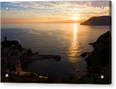 Acrylic Print featuring the photograph Vernazza Sunset - I by Carl Amoth