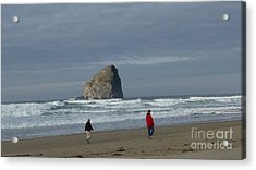 Acrylic Print featuring the photograph Walking On The Beach by Susan Garren