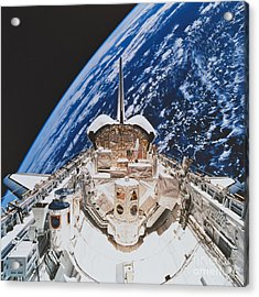Space Shuttle Atlantis Acrylic Print by Science Source