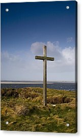 Grave Site Marked By A Cross On A Hill Acrylic Print by John Short