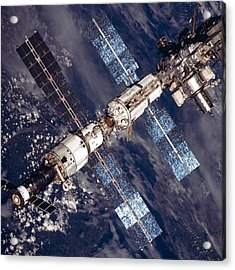 International Space Station In 2001 Acrylic Print by Everett