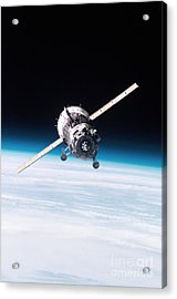 Iss Crew Arriving By Soyuz Spacecraft Acrylic Print by NASA / Science Source