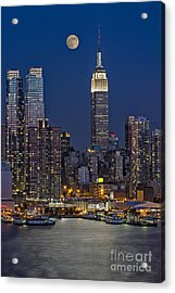 Moonrise Along The Empire State Building Acrylic Print by Susan Candelario