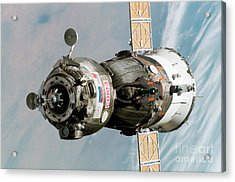 Iss Expedition 11 Crew Arriving Acrylic Print