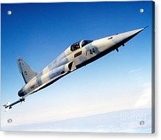 An F-5e Tiger II In Flight Acrylic Print by Dave Baranek