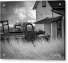 Acrylic Print featuring the photograph Old Truck At Farmhouse by William Havle