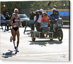 Paula Radcliffe 2007 Ing Nyc Marathon 2 Acrylic Print by Terry Cork