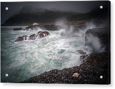 Acrylic Print featuring the photograph Raging Waves On The Oregon Coast by William Lee