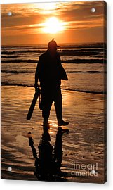 Acrylic Print featuring the painting Razor Clam Hunter by Larry Keahey
