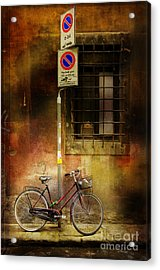 Acrylic Print featuring the photograph Siena Bicycle by Craig J Satterlee