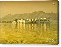 Acrylic Print featuring the photograph Sunrise At Pichola Lake Palace by Yew Kwang