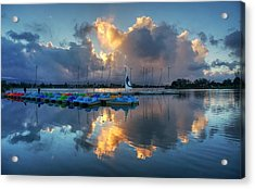 Acrylic Print featuring the photograph The Sun Settles At The Shoreline by Peter Thoeny