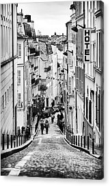 Vers Le Haut De La Rue Acrylic Print by John Rizzuto