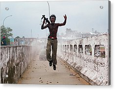 Liberian Government Troops Push Back Acrylic Print by Chris Hondros