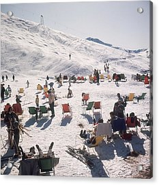 Skiers At Verbier Acrylic Print by Slim Aarons