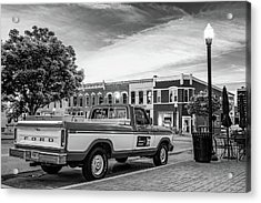 Downtown Bentonville Arkansas Square Skyline And Sam Walton Walmart Museum Truck - Black And White Acrylic Print