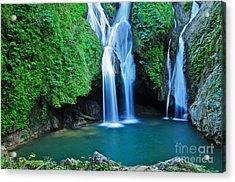 Vegas Grande Waterfall In Topes De Acrylic Print
