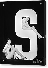 Women Posing With Huge Letter S Acrylic Print by Everett Collection