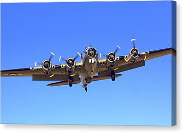 B17 Flying Fortress On Approach At Livermore Klvk Canvas Print