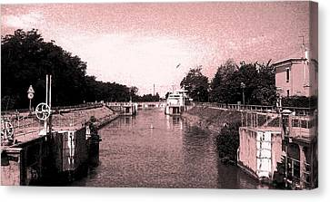 Channel Old-fashioned Canvas Print by Giuseppe Epifani