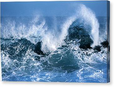 Ocean Wave Canvas Print by Boon Mee