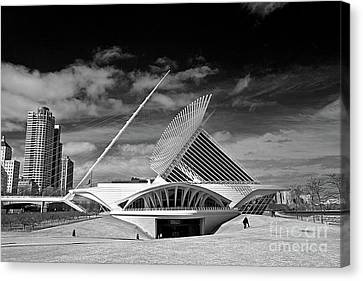 0352 Milwaukee Art Museum Infrared Canvas Print