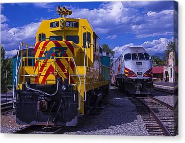 07 Train Engine  Canvas Print by Garry Gay