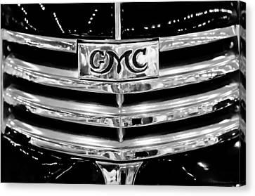 1941 Gmc Suburban Woody Wagon Grille Emblem Canvas Print by Jill Reger