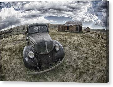 Abandoned Car In Bodie Canvas Print by Igor Baranov